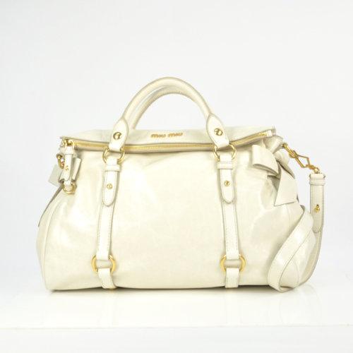 miumiu白色手提包