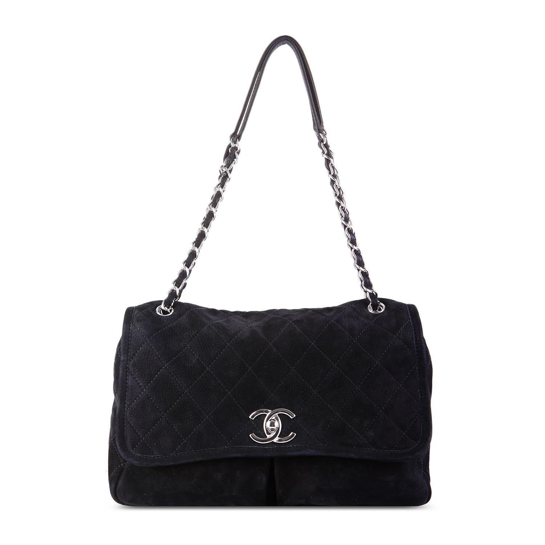 Chanel于1913年创立于法国巴黎,秉承创始人Coco Chanel女士划时代的理念与创意,成为现代女性美学的风向标。无论时尚精品、香水与美容品、腕表与高级珠宝,都致力于为女性塑造自由、优雅、与众不同的风格。Chanel是一个有着整整百年历史的著名品牌,其时装设计永远保持高雅、简洁、精美的风格。1971年1月,Coco Chanel去世,享年88岁。现任Chanel的主要设计师Karl Lagerfeld在1986年开始掌舵,他用新的手法演绎着细致、奢华、永不褪流行的Chanel精神。