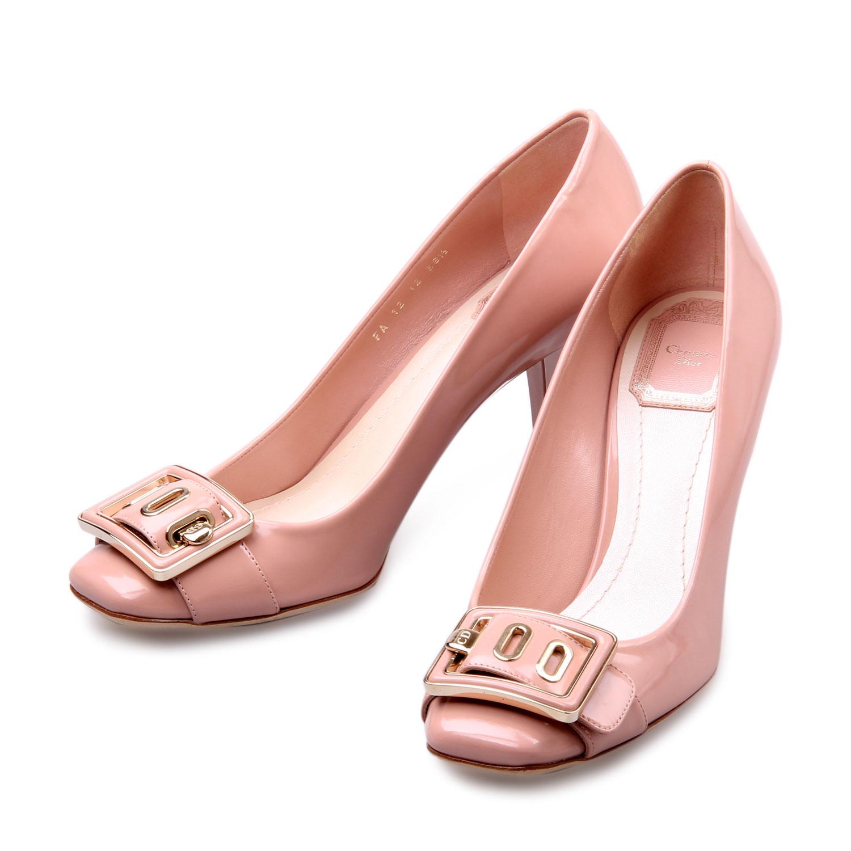 裸粉色鞋子搭配