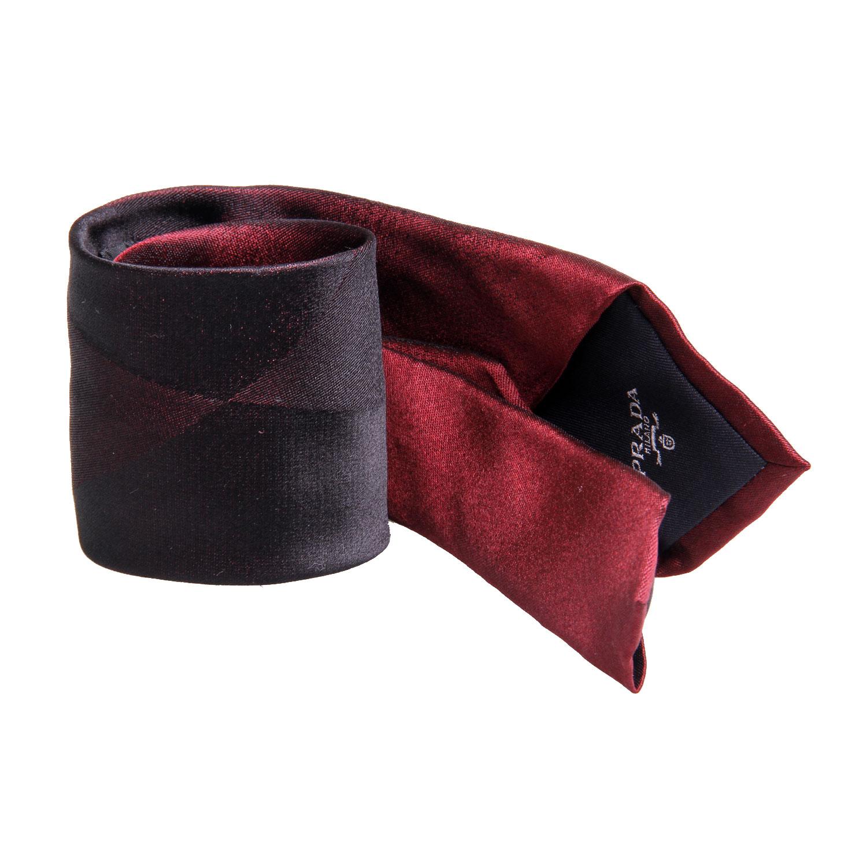 酒红色衬衣搭什么领带