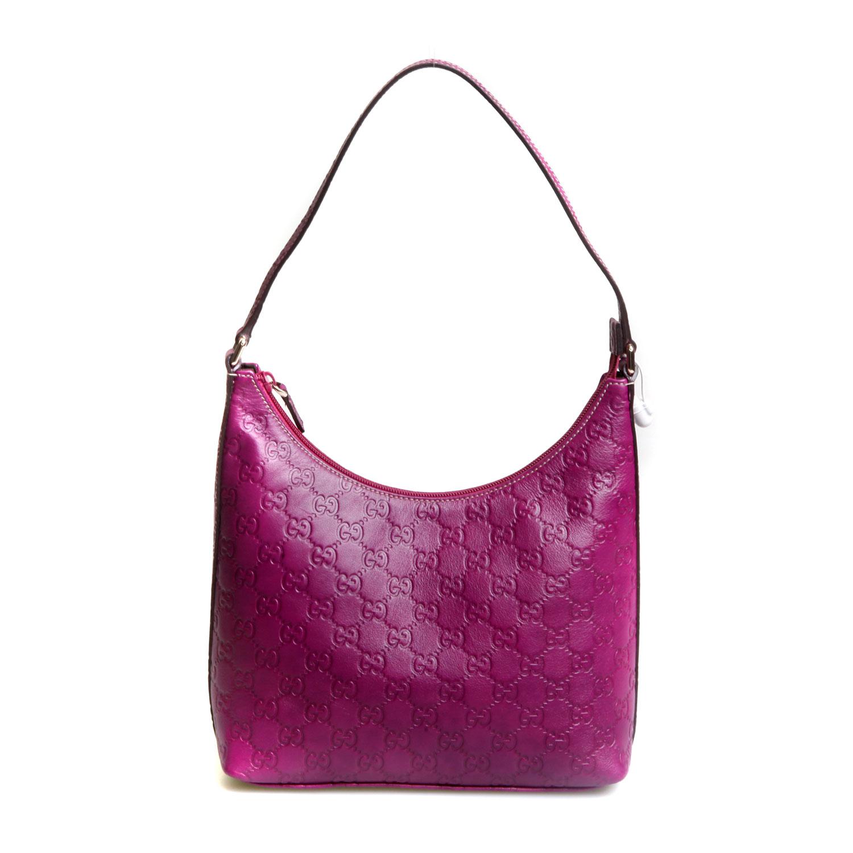 冬季玫瑰紫包包搭配什么颜色衣服好看