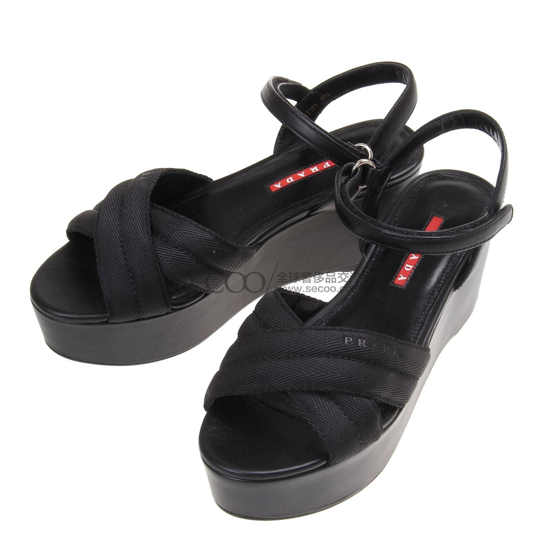 黑皮坡跟凉鞋
